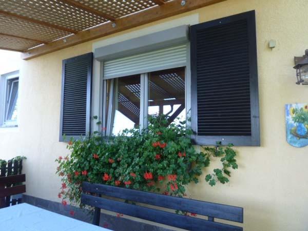 Blumenfenster auf der Terrasse